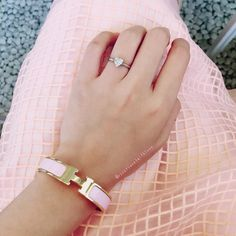 [Tiffany & Co. Collection 60] Pinky Pinky ❤  by: @roseplanetwithlove . ----------------------- Follow us to get your daily dose of Tiffany & Co.! tiffany.reetzy#tiffanyring #hermesbracelet #hermesclicclac #hermes #tiffany #tiffanys #tiffanyco #tiffanyandco #tiffanyandcolove #tiffanycolover #tiffanyandcompany #tiffanyblue #reetzy #tiffanyreetzy #tiffanycollection #engagementring #engagement #diamondring #gem #bling #luxurylifestyle #fashionpost #fashiongram #instafashion #instagood #jewelrygr