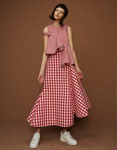 ShuShu/Tong, designed by the London-based duo of Liushu Lei and Yutong Jiang. Fashion Details, Look Fashion, Fashion Clothes, Fashion Show, Fashion Dresses, Womens Fashion, Fashion Trends, Runway Fashion, Street Style