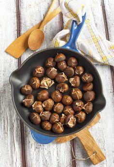 Mmm.. De geur van vers geroosterde kastanjes is voor ons het toppunt van herfst. Die warme, typische geur in combinatie met de heerlijke smaak geeft een fijn, warm en huiselijk gevoel. De herfst is inmiddels flink aanwezig, dat betekent: kastanjetijd! De blikjes puree of pakken met gepelde kastanjes kan je in speciaalzaken of soms zelfs […]