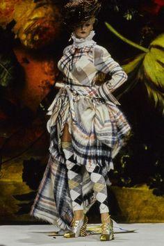 Andreas Kronthaler for Vivienne Westwood Fall 1995 Ready-to-Wear Fashion Show - Linda Evangelista Vogue Fashion, Fashion Brand, Fashion Art, Fashion Show, Vintage Fashion, Runway Fashion, Fashion Styles, Space Fashion, Woman Fashion