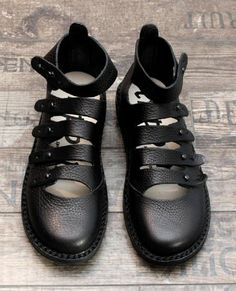 trippen - Modell Finger schwarz - Sommer 2014 Sock Shoes, Shoe Boots, Shoes Sandals, Everyday Shoes, Funky Fashion, Casual Boots, Mode Style, Ankle Straps, Shoemaking
