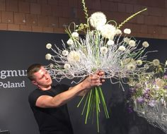 Fleurop - Interflora World Cup Berlin Day Hand tied bouquet by Zygmunt Sieradzan from Poland. Checkout the making off and interview… Contemporary Flower Arrangements, Unique Flower Arrangements, Unique Flowers, Amazing Flowers, Flower Show, Flower Art, Art Floral, Floral Design, Hand Tied Bouquet