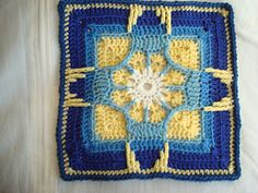 Ravelry: Holiday Ornament Afghan Square pattern by Julie Yeager - gratis patroon op Raverly Crochet Squares Afghan, Crochet Quilt, Granny Square Crochet Pattern, Crochet Blocks, Crochet Granny, Crochet Yarn, Granny Squares, Crochet Cushions, Crochet Pillow