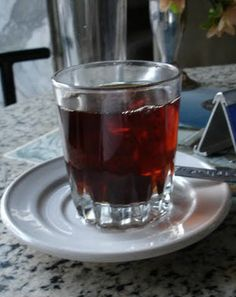 People who are allergic to milk and its products are often seen consuming black tea. However, black tea has various health benefits and Black Tea Benefits, What Can I Eat, Yoga Tips, Herbal Tea, Best Diets, Healthy Recipes, Healthy Food, Fitness Diet, Tea Time