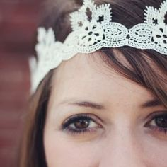 DIY Lace Headband {No-Sew Gifts} Queen Bee themed baby shower.