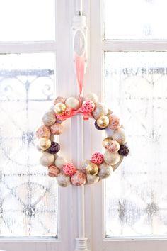 DIY Christmas Wreath by carnetsparisiens #Christmas_Wreath