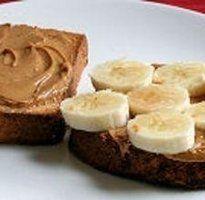 Peanut Butter and Banana sandwich Banana Sandwich, Bento Box, Great Recipes, Peanut Butter, Sandwiches, Muffin, Veggies, Candy, Snacks