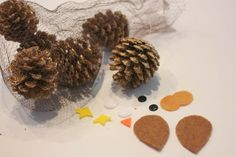 Pine cone owl-DIY Christmas Decorations and other great homemade ornament ideas for Christmas!