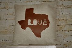 Accent pillow to liven any sitting area, show off your pride for the Lone Star State.