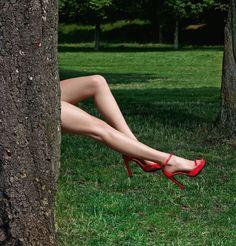 Hermes Kate - Sandal in geranium patent leather 1920s Shoes, Shoes Editorial, Hermes Shoes, Hermes Online, Red Heels, High Heels, Leg Work, Jane Birkin, Walk This Way