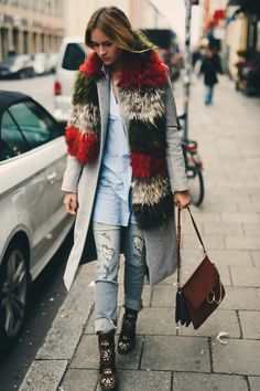 Nina Suess, Street Style, Woman's Fashion, Puffy Scarf, Ripped Jeans