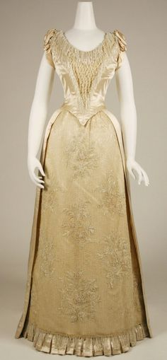 Evening dress, 1888-89 From the METROPOLITAN MUSEUM OF ART (Source-link has more angles) #victorian #fashion #19thcentury