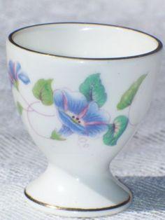VINTAGE-MORNING-GLORY-BONE-CHINA-ENGLAND-EGG-CUP-FLOWERS