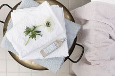Lennol | Soft and elegant spa bathroom towels in light rose, blue and white