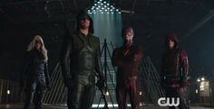 Flash e Arrow fazem parte de um clube da luta em novo vídeo hilário divulgado pela CW - WE IMG