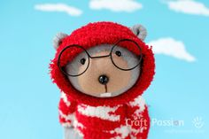 Do you like the new specky look of Bob the Sock Beaver? The wire glasses instantly add character to your doll.