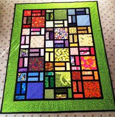 Easy Stained Glass Quilt in Green via Craftsy. Love, love, love stained glass effect with fabric. Make a wall hanging stained glass window. Tall in great room.