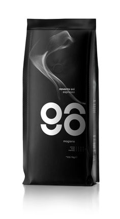 96 Espresso Plays With Typography In Order To Create a Dynamic Packaging Solution Biscuits Packaging, Coffee Packaging, Coffee Branding, Black Packaging, Sugar Packaging, Coffee Company, Coffee Shop, Coffee Lovers, Espresso