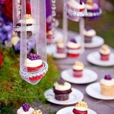 Unique and creative ways to display cupcakes at your wedding! (image via Evrim Icoz Photography)