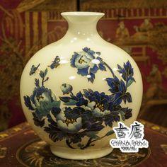 """Китайская ваза, """"Бабочки в цветках Пиона"""". Ваза в форме - граната (символ изобилия). Бабочки в цветках Пиона воплощают благопожелание – «счастья, богатства и знатности». Сектор Багуа - (юго-запад). Любовь, брак и взаимоотношения."""