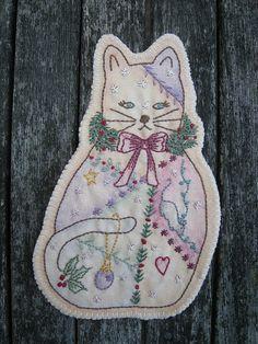 Cute Christmas Cat, via Flickr.