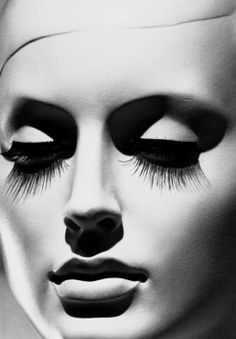 The lighting and the contouring has given the face new shapes and elements. It's beautiful. #makeup #lashes