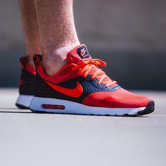 Nike Air Max Tavas: Red/Black