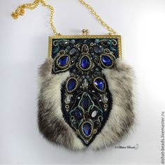 New Cheap Bags. The location where building and construction meets style, beaded crochet is the act of using beads to decorate crocheted products. Unique Handbags, Unique Purses, Beaded Purses, Beaded Bags, Moda Hippie, Fur Bag, Frame Bag, Embroidered Bag, Purse Styles