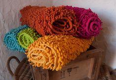 Csodálatos színű, kényeztető puhaságú kádkilépők a téli estéken is kényeztetik talpaid.