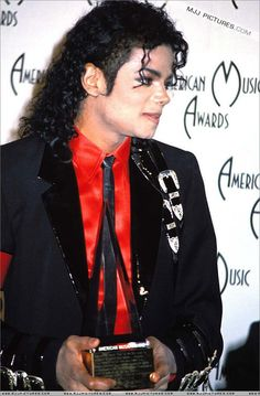 MJ AMAs With 23 Guinness World Records, 40 Billboard Awards, 13 Grammys, and 26 American Music Awards, Michael Jackson has won more awards than any other musical artist.