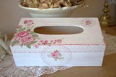 Romantique boite à mouchoirs fleurs et dentelle - esprit shabby campagnard chic : Boîtes, coffrets par charmyandco