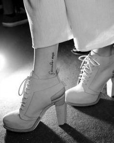 Scritta vicino alla caviglia