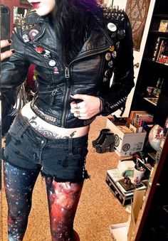 I'm not one for exposing my own midriff but those leggings and the black and the leather is all kind of epic in this pic