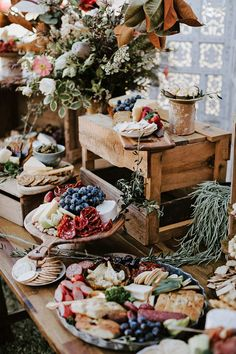wedding food Grazing tables and charcuterie boards are the trendiest wedding reception appetizer right now! Not only are they a beautiful detail for your wedding, but your guests will be happy during your cocktail hour of the wedding reception! Wedding Reception Appetizers, Wedding Catering, Cocktail Wedding Reception, Wedding Receptions, Reception Ideas, Martha Stewart Weddings, Winter Drink, Wedding Decorations, Table Decorations