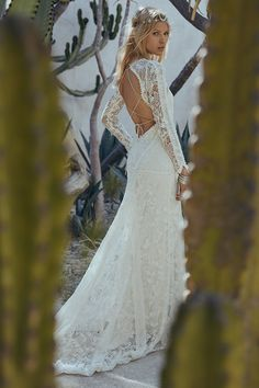 RUE DE SEINE: 2017 LOVE SPELL COLLECTION // #lace #bride #bridal #dress #gown #sleeves #ruedeseine #lovespell #wedding #fashion #lovespell