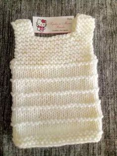chaleco cuerpito bebé tejido recién nacido You are in the right place about crochet blanket Here we offer you the most beautiful pictures about the. Knitting Stiches, Baby Knitting Patterns, Girls Knitted Dress, Knitted Baby, Knit Vest Pattern, Crochet Baby Clothes, Baby Vest, Sweater Design, Baby Sweaters