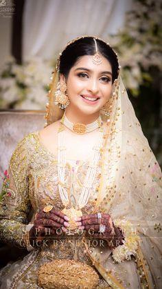 Pakistani Bridal Makeup, Indian Wedding Makeup, Pakistani Wedding Outfits, Bridal Dress Design, Bridal Style, Wedding Wear, Wedding Bride, Black Bridal Dresses, Asian Bridal