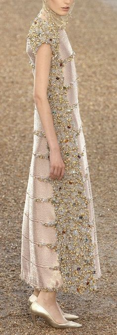 Chanel Fashion, Vogue Fashion, Fashion 2017, Couture Fashion, Runway Fashion, Fashion Art, High Fashion, Fashion Design, Couture Dresses