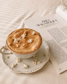 Cream Aesthetic, Aesthetic Coffee, Brown Aesthetic, Aesthetic Food, Aesthetic Style, Aesthetic Outfit, Aesthetic Photo, Think Food, Cafe Food