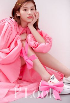 [PICS] 200402 TWICE's Minatozaki Sana looks mesmerizing in her first ever editorial for Look Magazine Vol. Nayeon, South Korean Girls, Korean Girl Groups, Sana Cute, Twice Photoshoot, Sana Momo, Spring Fairy, Sana Minatozaki, Look Magazine