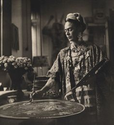 Lauramcphee:Frida painting, c1953 (Bernice Kolko)