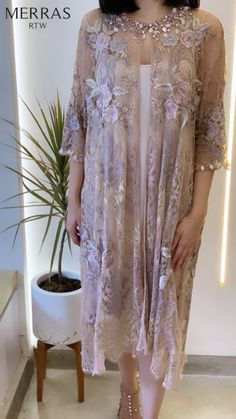 - Source by rarainten - Kebaya Lace, Kebaya Dress, Dress Pesta, Dress Brukat, Batik Dress, Lace Dress, Simple Dresses, Elegant Dresses, Beautiful Dresses