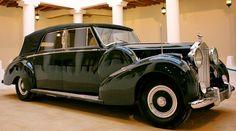 The 1952 Rolls Royce Phantom IV Convertible Limousine by Franay built for His Highness Prince Talal bin Abdulaziz Al Saud. Bentley Rolls Royce, Rolls Royce Cars, Retro Cars, Vintage Cars, Classic Rolls Royce, Rolls Royce Phantom, Best Classic Cars, Bmw, Car Photos