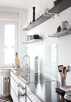 wish my kitchen is THIS clean.