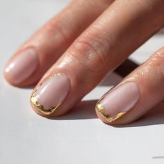 perfect ten nail makeup studio sally hansen magical nail makeup nail makeup ideas nail makeup tutorial royal blue prom dress makeup nail design silver prom dress makeup nail design makeup nail art designs nails inc nail makeup # Ten Nails, Gold Nails, Gold Nail Art, Glitter Nails, Gold Nail Polish, Chrome Nails, Glitter Makeup, Pink Glitter, Minimalist Nails