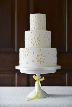 """Daisy Broderie anglaise from my """"Elegant Lace Cakes' book"""