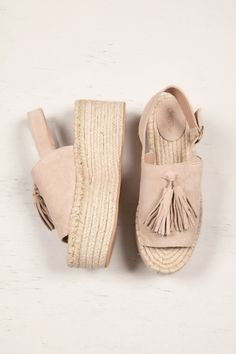 Discover recipes, home ideas, style inspiration and other ideas to try. White Espadrilles, Fresh Kicks, Preppy, Fashion Shoes, Baby Shoes, Womens Fashion, Clothes, Platform, Style