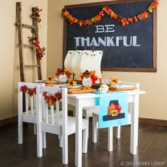 Thanksgiving kid's table decor.
