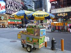 How much it cost to run a hot dog car in NYC? Wtf Fun Facts, Funny Facts, Crazy Facts, Random Facts, Random Stuff, Food Truck, Seasons Restaurant, Hot Dog Cart, Hot Dog Stand