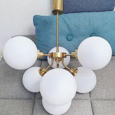 Den här är helt fantastisk  #VINTAGE • #SPUTNIKLAMP • • • • • • • #vintagelamp #taklampa #ceilinglight #spaceage #atomicage #stilnovo #designclassic #designklassiker #retrolampe #retrolampa #retrolamp #mässing #lampporn #bukowskis #midmod #midcenturylighting #vintagedesign #vintagemodern #lampa #lampe #belysning #bolig #60tal #inredningsdetalj #haydesign #danishdesign #danishmodern #skandinaviskahem